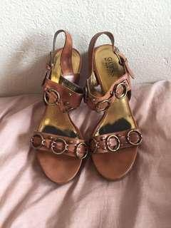 Guess Tan chunky heels - size 7.5, fits 7