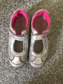 Sepatu Sketcher