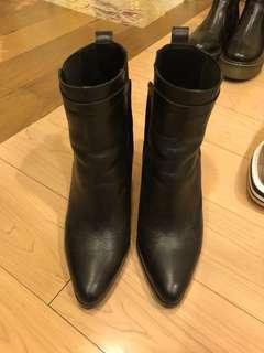 🚚 Massimo Dutti尖頭靴