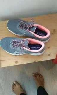 Preloved Reebok woman shoes