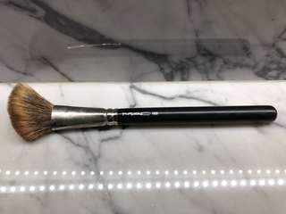 MAC 169 Angled Blush Brush