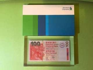 全新2003年渣打銀行$100紙鎮紀念品
