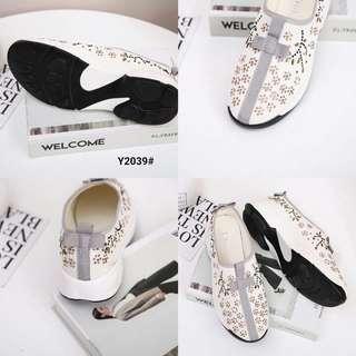 Dior Fusion Galaxy Sneakers Shoes Y2039#21  Bahan Kanvas Fabric With Faux Crystal Dalaman Faux Soft Leather  Kwalitas Semi Premium  Aslinya ringan cantik banget Nyaman di kaki tidak sakit Berat dengan box 0.5kg Rubber sole 3cm  Warna ; -B