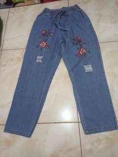 Celana Jeans Bordir Bunga
