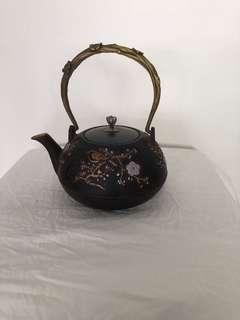 Metal tea pot