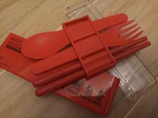 全新嬰兒餐具 (只限九龍灣地鐵站交收或郵寄)