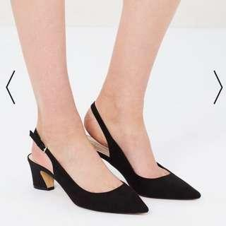 Low heeled pointed slingback