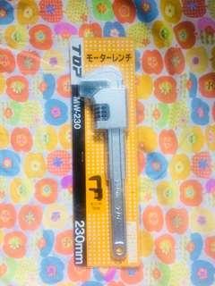 Kunci Inggris 230mm