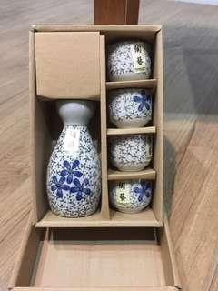 Sake bottle with 4 cups