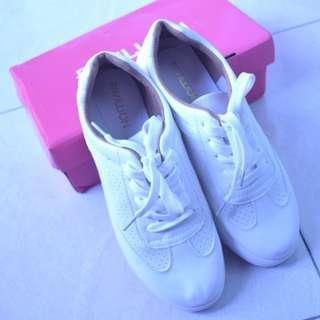 Pavillion High Sepatu Putih