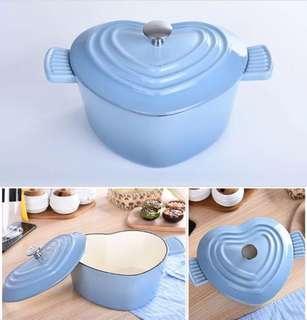 🚚 藍色愛心形狀鑄鐵鍋