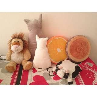 Assorted large stuffed toys