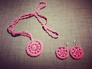 🚚 Necklace and earrings handmade pink