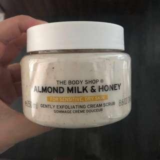 🚚 The Body Shop Almond Milk & Honey Gently Exfoliating Cream Body Scrub thebodyshop sensitive skin