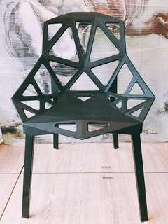 Sturdy Black Chair 黑色椅