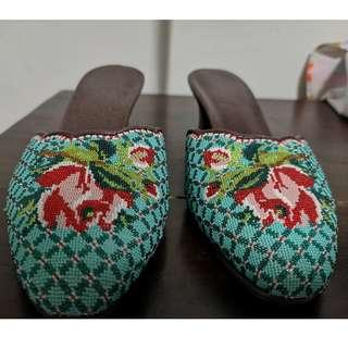 Kasut Manek - peranakan shoes w potong beads 1.5 inch heels with classic pattern in turquoise/red. Size 7, wide.