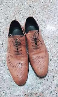 🚚 真皮雕花皮鞋