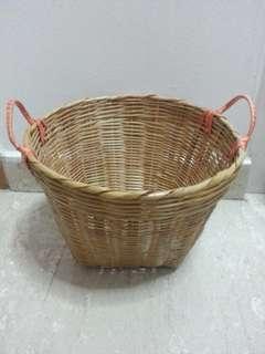 Vintage ratten basket