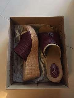 (REDUCED!!!) Clarks Artisan Wedges Caslynn Dylan Plum Leather