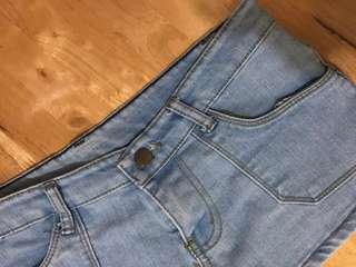 🚚 韓國帶回淺色彈性牛仔短褲 尺寸M、L都可穿