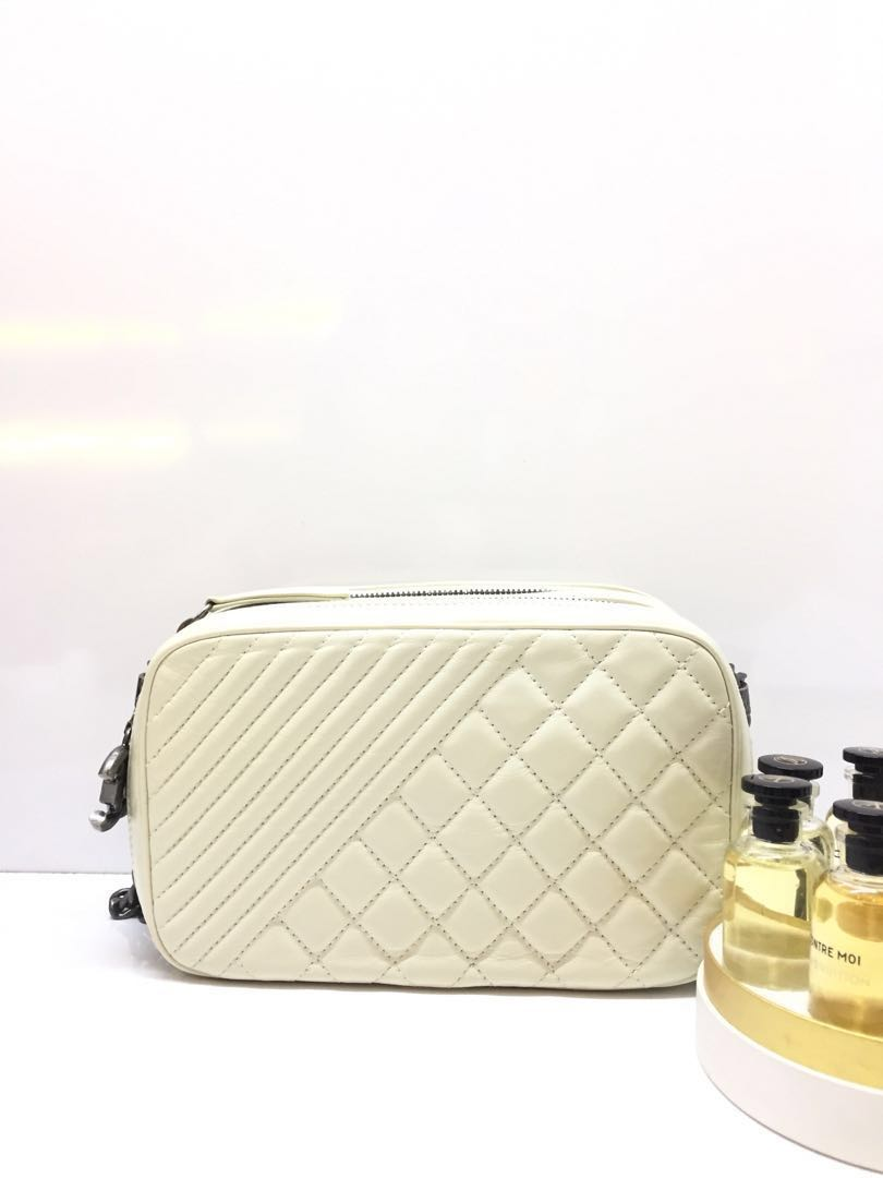 f3a036568585 Chanel, Luxury, Bags & Wallets, Handbags on Carousell