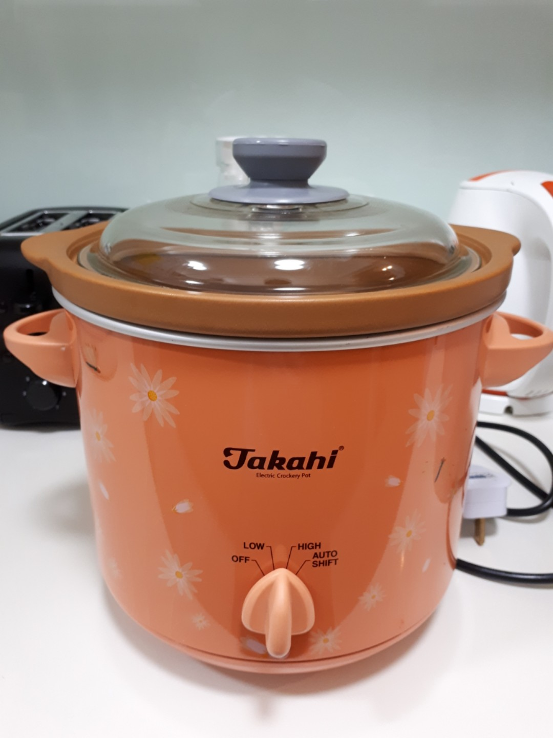 3.5l Takahi Slow cooker electric crockery pot + freebie, Home Appliances, Kitchenware on Carousell