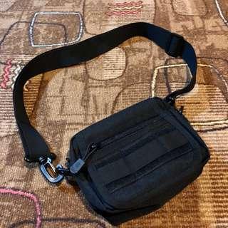 🚚 尼龍側背包