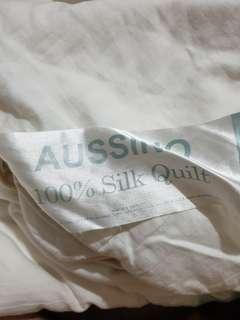 Aussino Queen size 100% silk quilt