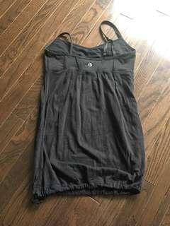 Size 4 Lululemon Blk Tank Top. Great condition!