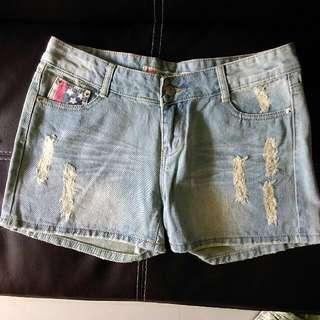 🚚 -Dan小舖- 牛仔短褲 小刷破淺藍牛仔單寧短褲 #女裝九九出清