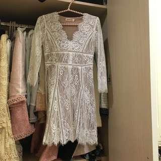 浪漫V領蕾絲白色洋裝