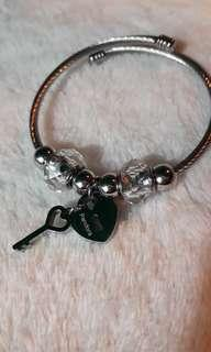 Pandora heart and key charm