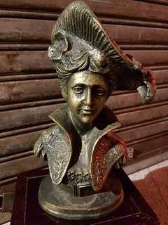 不知名稱的一座銅像