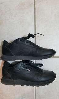 Reebok Classic black sneakers *Reduced*