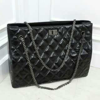 Chanel shop bag 😍