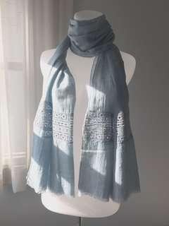 Blue scarves renda