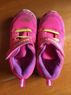 Us master pink shoes