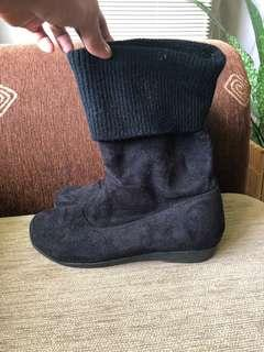 Midi boots black