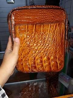 Tas kulit buaya asli