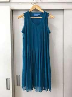 Vera Wang Turquoise Flowy Dress