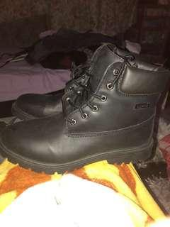 SIZE 10 WOMEN'S FAKE TIMBERLAND-ESQUE WATERPROOF BOOTS