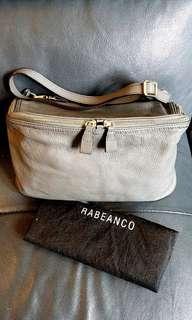 🈹️名牌 Rabeanco 罕有型格象牙灰側袋