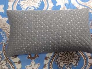 Brand new pillows set of 2 pillows