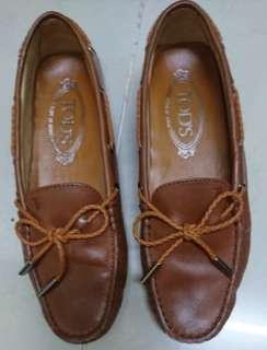 Nearly New Tods shoes/sandals/slippers