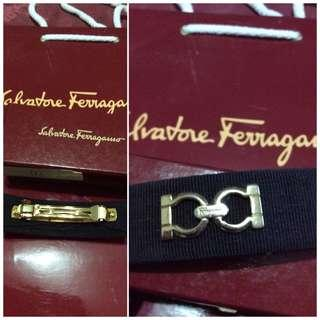 original, pre-loved salvatorre ferragamo logo hair clip-brown