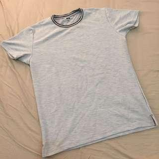T-shirt abu Uniqlo