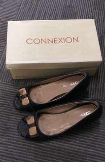Sepatu hitam Connexion
