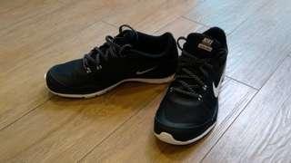 Nike Women's Flex TR 5, Size 7