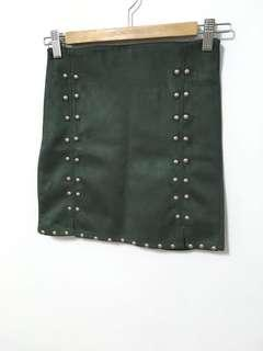 🚚 卯釘墨綠窄裙