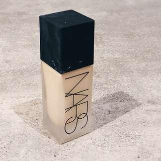 Used 3 Times - NARS All Day Luminous Weightless Foundation (Mont Blanc)